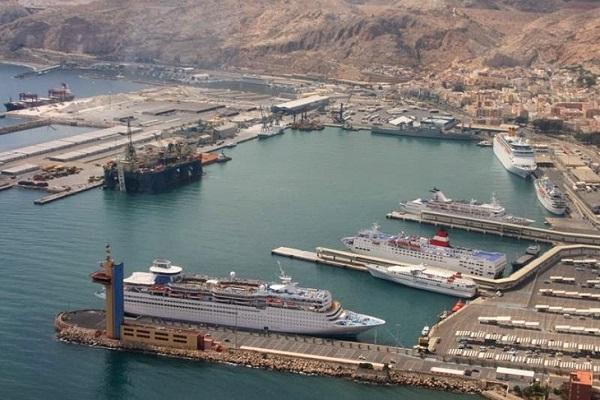 Puerto de Almería toma medidas para continuar con su actividad