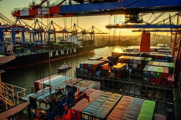 Puerto de Hamburgo asegura la existencia de contenedores vacíos