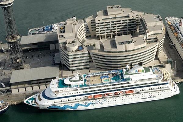 Puertos españoles cierran la entrada de buques de pasajes y cruceros