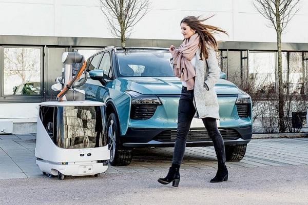 Carl robot carga coches eléctricos Aiways