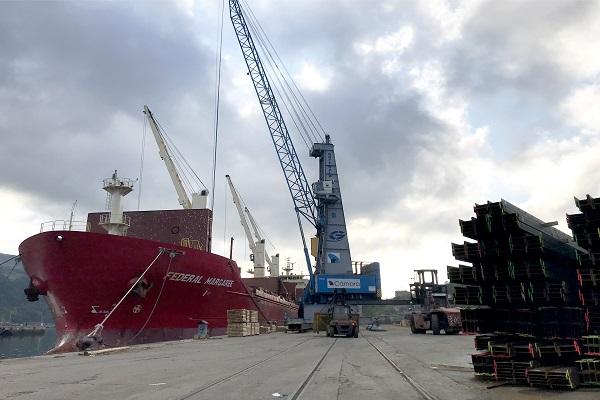 Bergé realiza la carga del buque Federal Margaree en Puerto de Pasajes