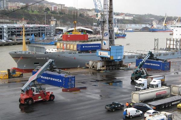 Puerto de Pasajes estudia las posibilidades de optimizar su canal de acceso