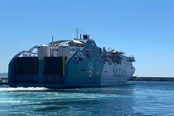 Baleària realiza su primer bunkering de GNL al buque Bahama Mama