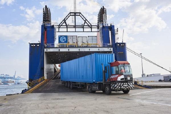 El puerto de Algeciras disminuye un 15% el tránsito ro-ro de camiones en mayo