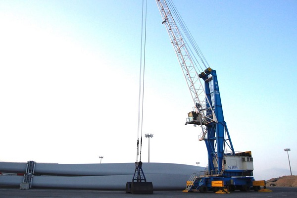 Nueva grúa móvil Fantuzzi MHC 115 aumenta la productividad del puerto de Motril