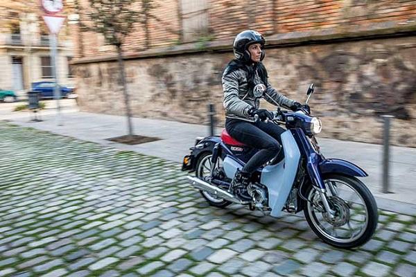 Barcelona mujeres motos