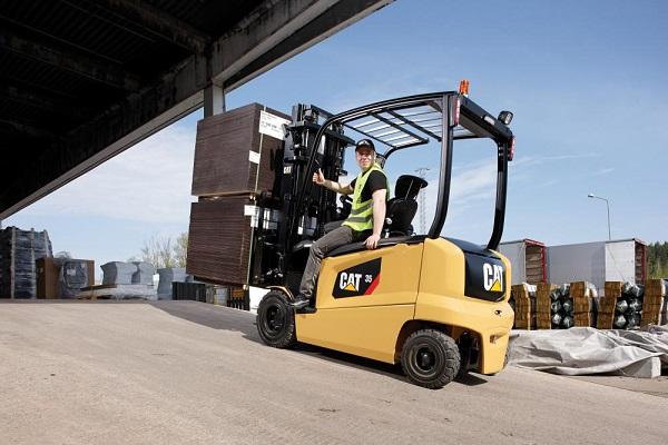 Cat Lift Trucks añade ión de litio en su gama de carretillas contrapesadas eléctricas