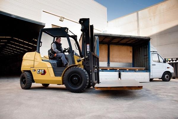 Cat Lift Trucks incorpora su motor Fase V para disminuir las emisiones