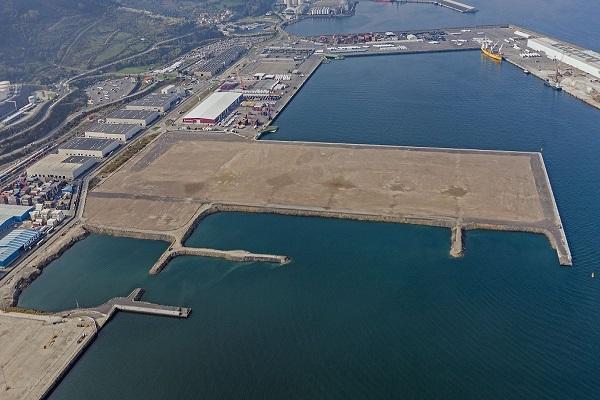 El puerto de Bilbao recibe siete ofertas para urbanizar el espigón central