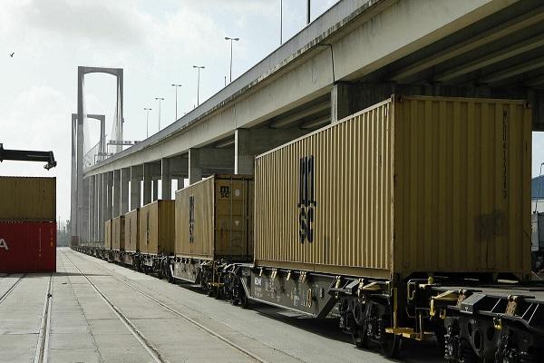 El puerto de Sevilla reparará su red ferroviaria interior ante su deterioro