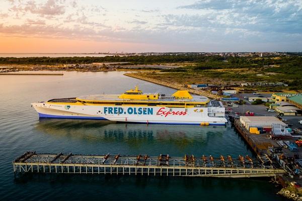 Fred Olsen añade un nuevo trimarán en su flota