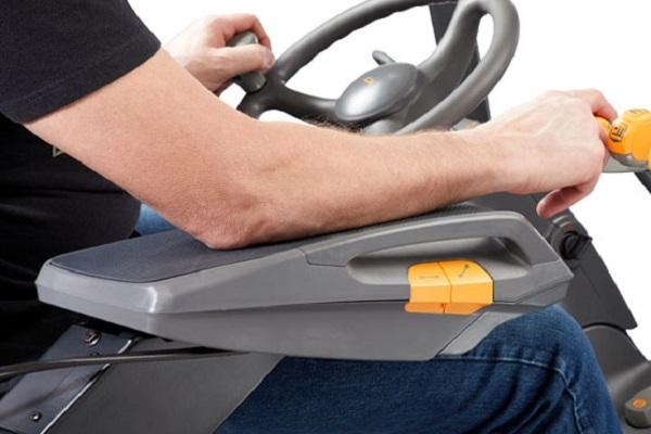 Crown mejora la ergonomía de sus carretillas elevadoras contrapesadas