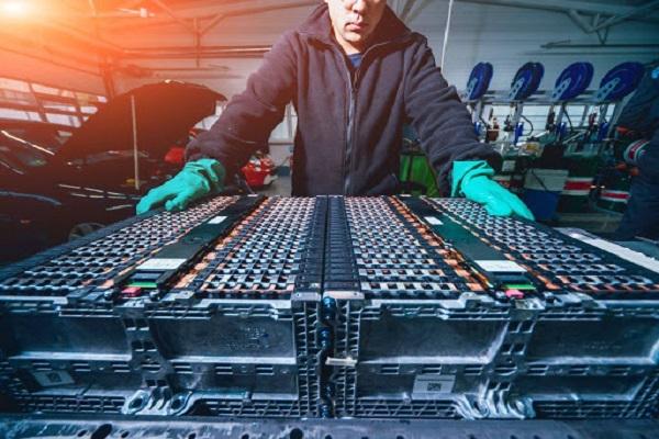 DB Schenker lanza nuevo servicio logístico dedicado a la industria de baterías