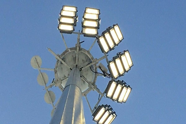 El puerto de Almería cuenta con tres nuevas torres de iluminación