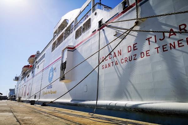 El puerto de Almería realiza su primer abastecimiento de energía eléctrica