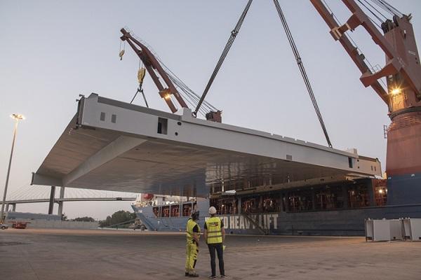 El puerto de Sevilla gestiona el traslado de su mayor estructura metálica