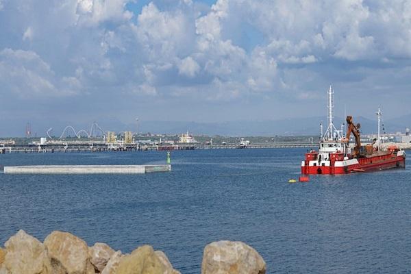 El puerto de Tarragona instala su primer cajón en el muelle de Baleares