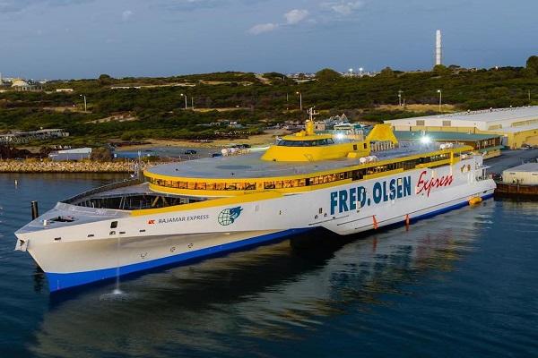 Nuevo trimarán Bajamar Express consigue más de 11.000 viajeros en una semana