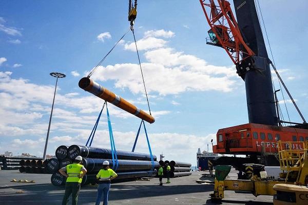 El puerto de Almería se mantiene a flote gracias a las exportaciones