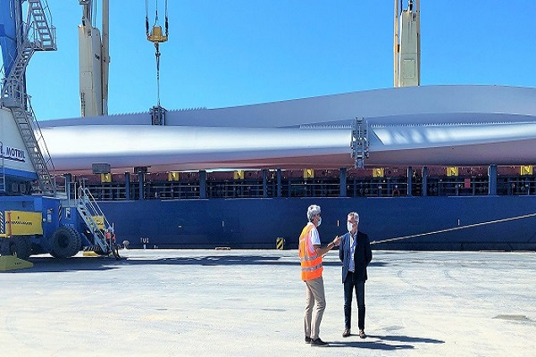 El puerto de Motril refuerza los tráficos de carga de proyecto