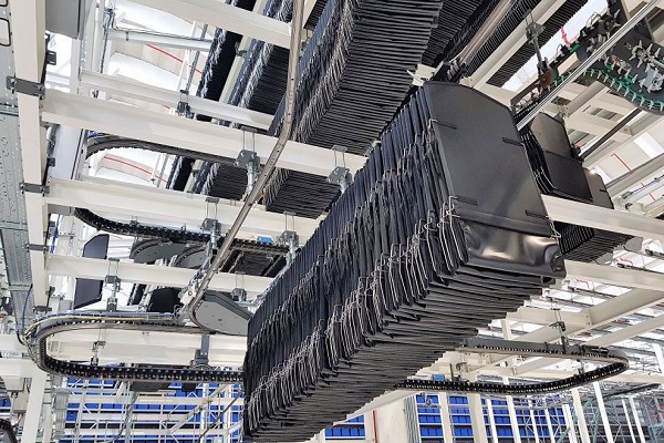 Mayoral instala la tecnología de transporte aéreo Skyfall de Ferag