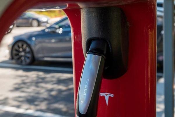 Tesla modelo barato