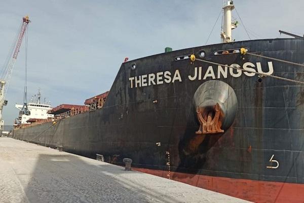 El puerto de Castellón gestiona su segunda mayor descarga de arcilla