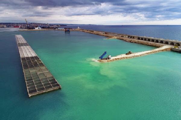 El puerto de Tarragona progresa en la construcción de diques sur y norte