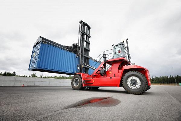 Kalmar lanza nueva gama de carretillas para manipulación de portacontenedores