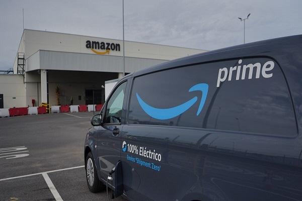 Amazon apuesta por las furgonetas eléctricas en Sevilla