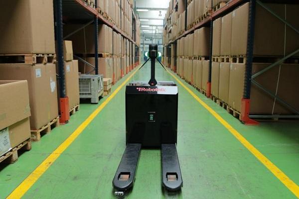 EMKA logística automatización robot autónomo