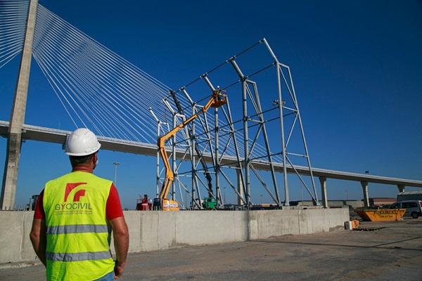 El Puerto de Cádiz se prepara para suministrar electricidad a camiones refrigerados