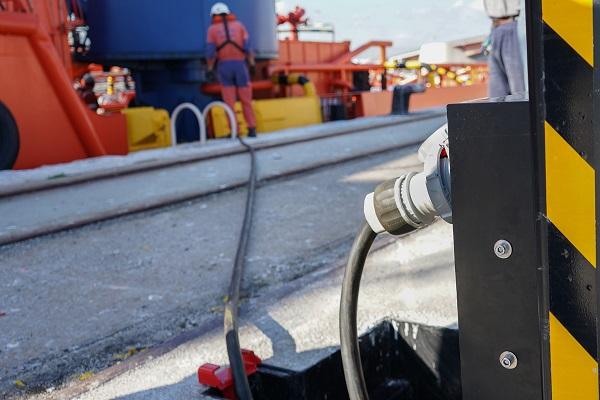 El puerto de Tarragona continúa con la electrificación de sus muelles