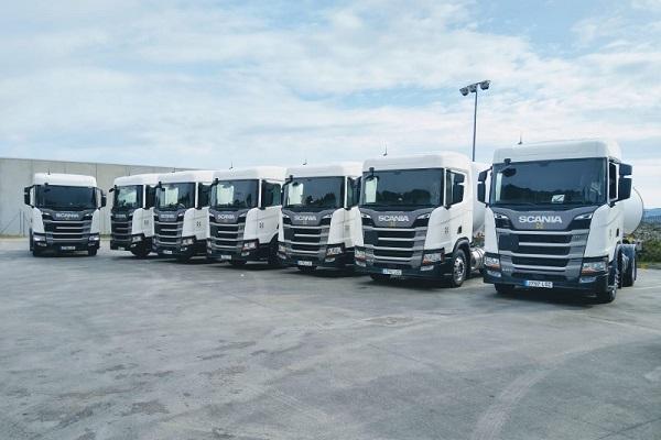 Scania tráiler con paneles solares