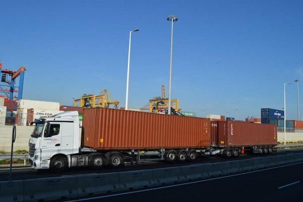 Suardíaz presenta un servicio de reparto de contenedores con dúo-trailers