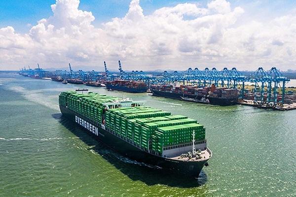 Evergreen añade dos portacontenedores de 12.000 TEUs a su flota