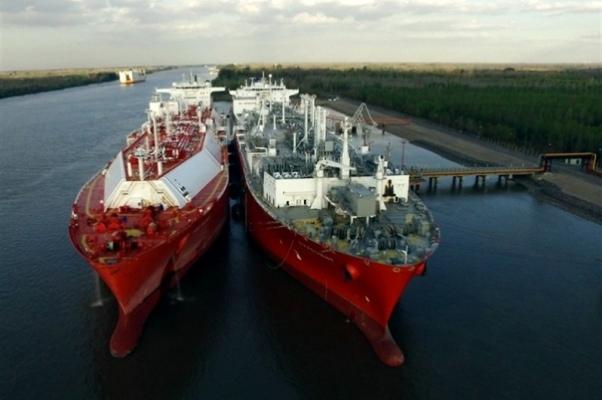 buque regasificador argentina