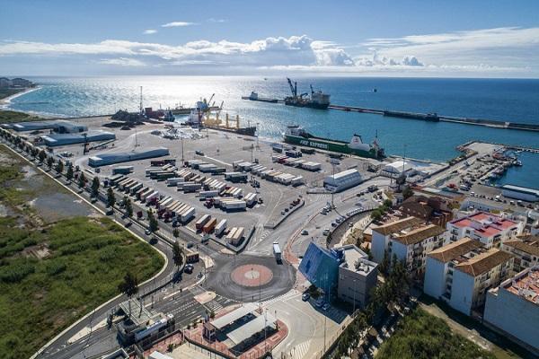 El Puerto de Motril quiere aumentar un 90% su ocupación en la ZAL