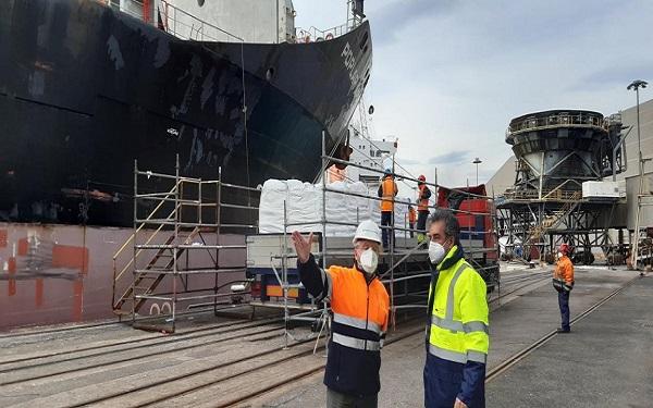 El Puerto de Santander atiende un gran cargamento de carbono sódico