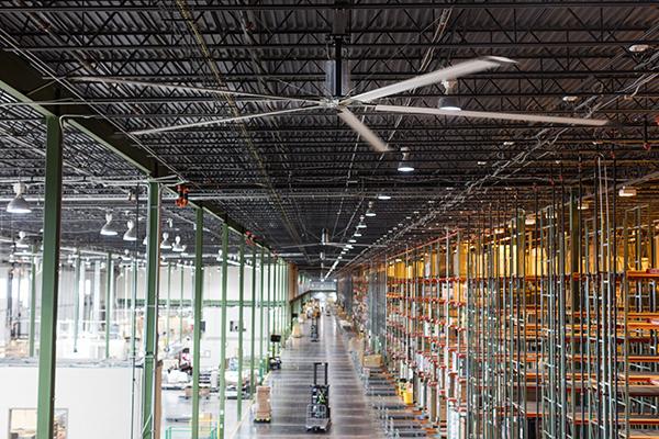 Hunter presenta nueva línea de ventiladores industriales para espacios logísticos