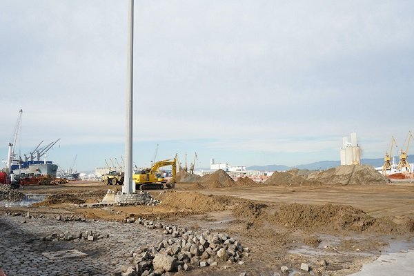 El Puerto de Tarragona mejora el firme del muelle de Aragón