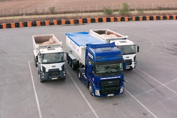 Ford Trucks estacionamiento autónomo semirremolques