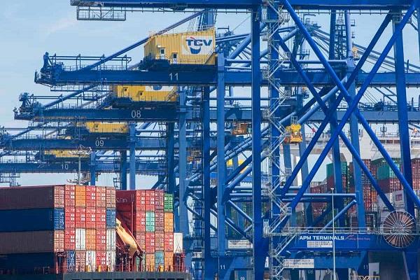 El Puerto de Valencia aumenta un 9% el tráfico de mercancías hasta abril