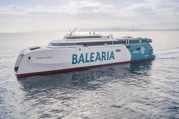 El buque Eleanor Roosvelt realiza su primer trayecto entre Denia y Baleares