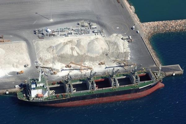 El Puerto de Almería mejora el tráfico de graneles sólidos en mayo