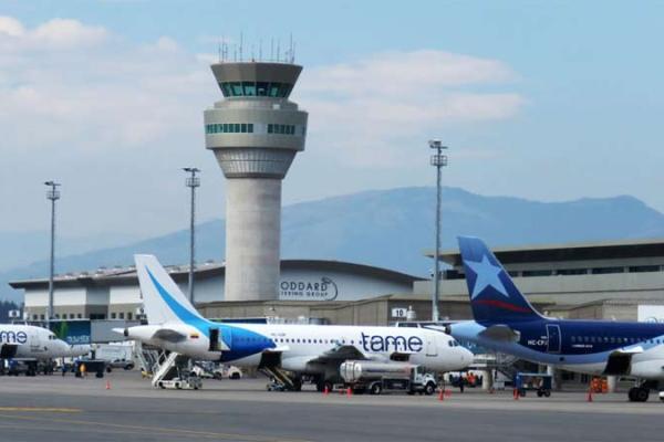 ecuador transporte aereo