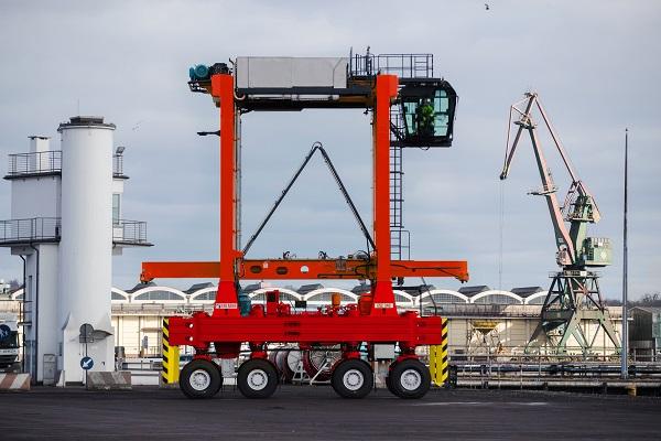 Kalmar recibe un pedido de 12 straddle carriers para el Puerto Gioia Tauro