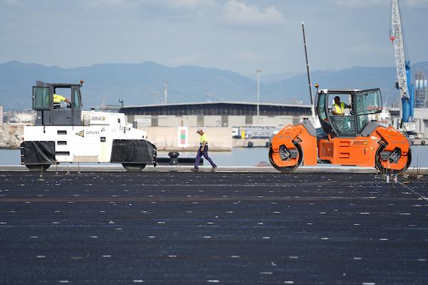 El Moll de Balears del Port Tarragona empieza la fase de pavimentación de la explanada