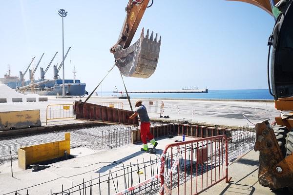 El Puerto de Almería avanza en la instalación de dos estaciones lava-ruedas
