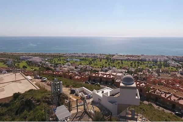 El Puerto de Almería prueba la iluminación de su nuevo faro